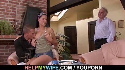 Зрелый муж куколд снял для жены любовника и он трахает ее...
