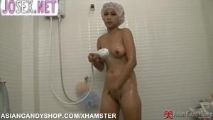 Азиаточка в сексуальном платье и чулочках трахается с клиент...