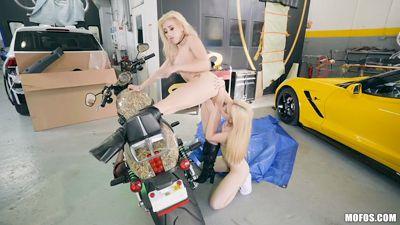 Блонди лесбиянки Cristi Ann и Jane Wilde любят скорость и секс