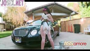 Жопастая автомойщица Мэнди Muse трахается в анал с хозяином ...