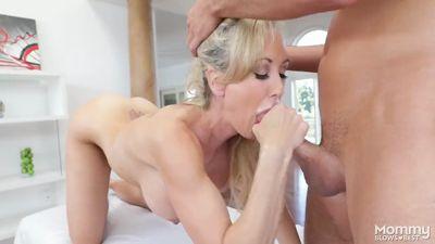Brandi Love разозлилась на массажиста и отсосала его член