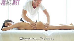Brutal handsome masseur doing massage and Fucks latynoski.