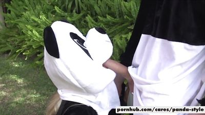 Грудастая блонди Bridgette B трахается в костюме панды...
