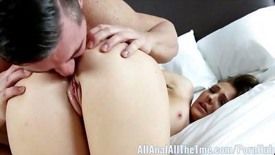 Цыпочка Shyla Ryder трахается в анал и принимает сперму в ан...