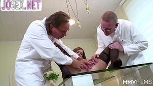 Классная групповуха крошек с двумя врачами...