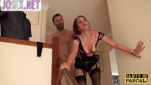Муж рогоносец наблюдает как чувак трахает его зрелую жену....