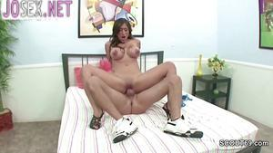 Dude in sneakers Fucks a hottie with big Tits