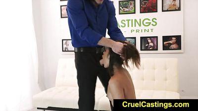 Eden Sinclair трахается на кастинге с грубым парнем
