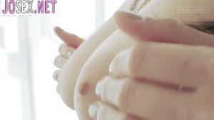 Сексуальная Селеста ласкает писю пальчиками