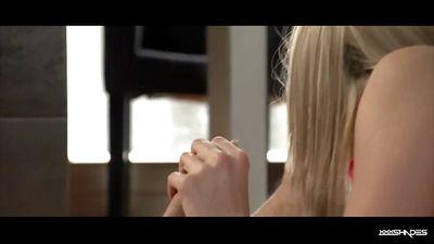 Парень увидел писечку блондинки Christen Courtney и трахнул ...
