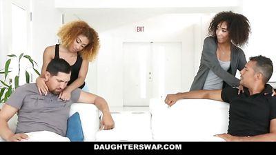 Два отчима наказали молоденьких дочек и трахнули их.