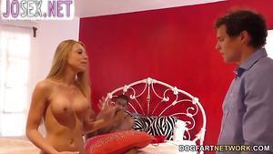 Молодая блонди Шона Ленэй трахается с негром а муж смотрит и...