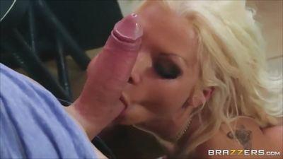 Молодой красавчик Джорди Эль-Ниньо Полла трахает блонди