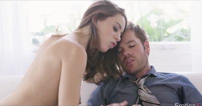 Грудастая Lana Rhoades страстно трахается с мужем