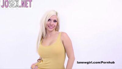 Грудастая блондиночка модель трахается на кастинге