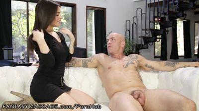 Lacey Channing делает массаж лысому красавчику