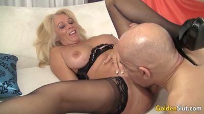 Зрелая блонда Crystal Taylor трахнулась с бывшим партнером через ...