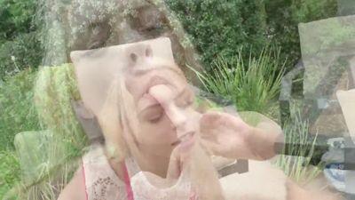 Zoe Clark согласилась показать грудь незнакомцу и трахнуться